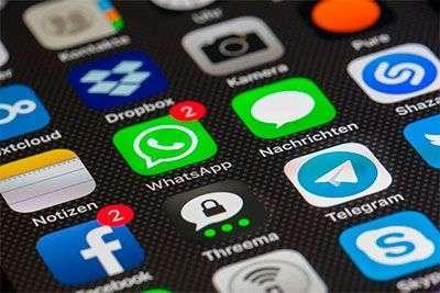 pantalla movil con iconos de redes sociales